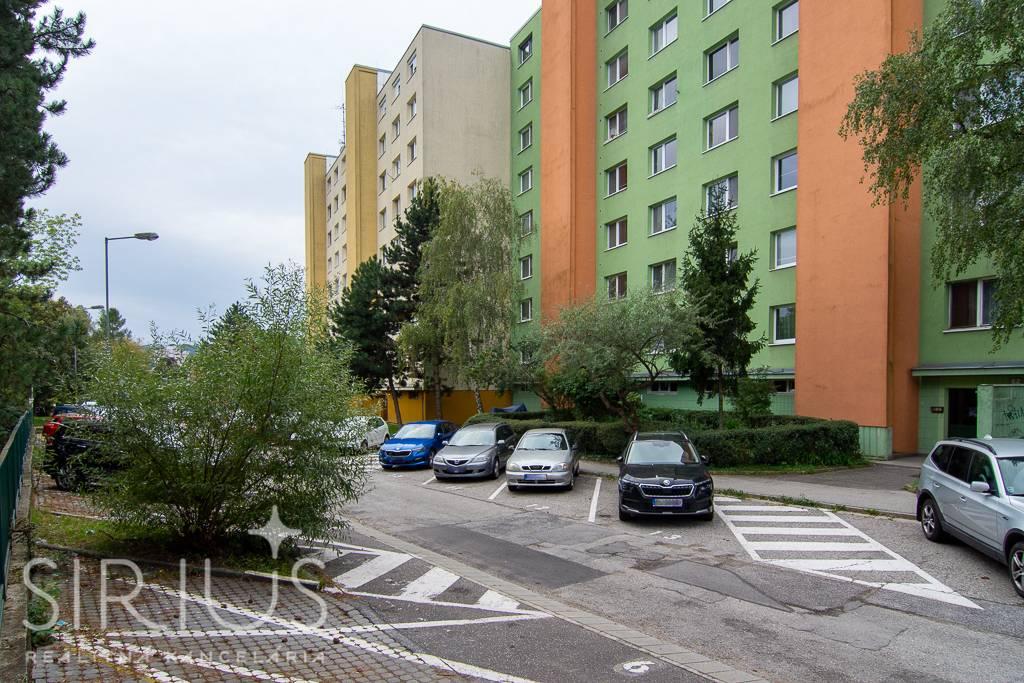 PEKNÍKOVA, 2-i byt, 48 m2 – ZELEŇ, dobrá občianska vybavenosť